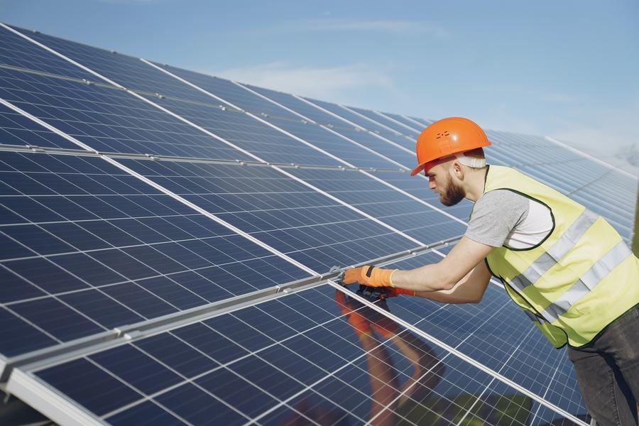 Solarpanel Arbeiter
